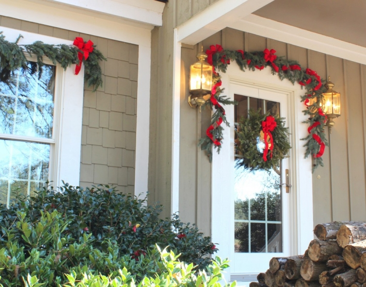 front-door-at-Christmas-Talk-of-the-House-1024x802(pp_w755_h591)